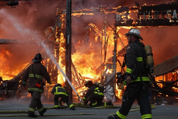 5-alarm structure fire in San Francisco sends massive flames and smoke into air