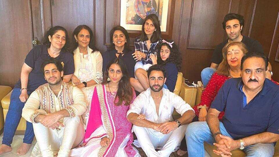 Riddhima Kapoor has shared a new picture from one more family gathering.